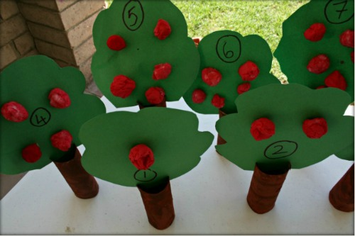 TODDLER APPLE TREE CRAFTS with sensry paint