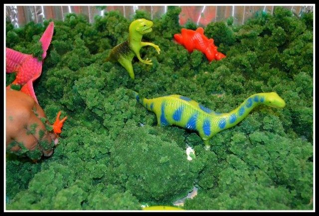 pretend play ideas with dinosaurs