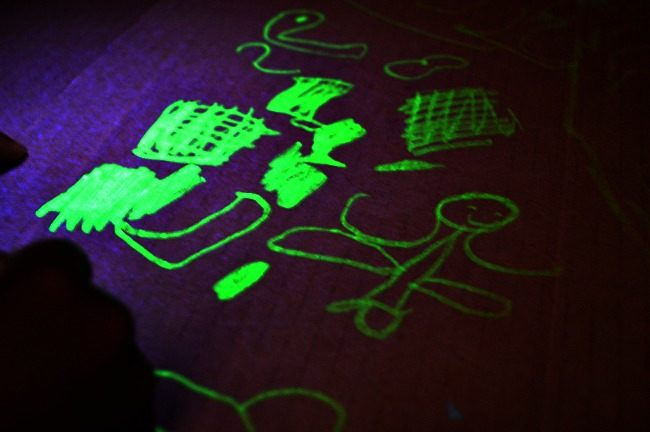 glow in the dark play with box