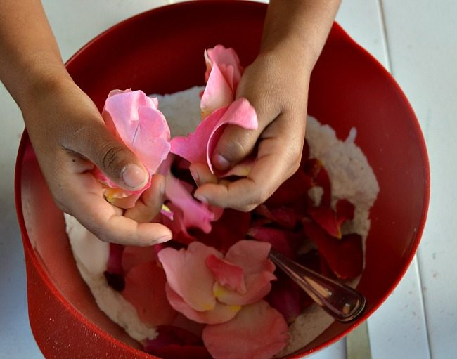 add petals to the mixture