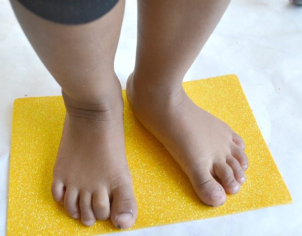 trace your kids feet