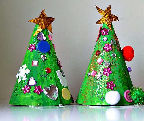 0dcaf1265d22f Christmas Crafts for Kids   Christmas Tree Hat Craft