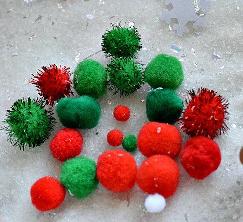 pom pom play in snow