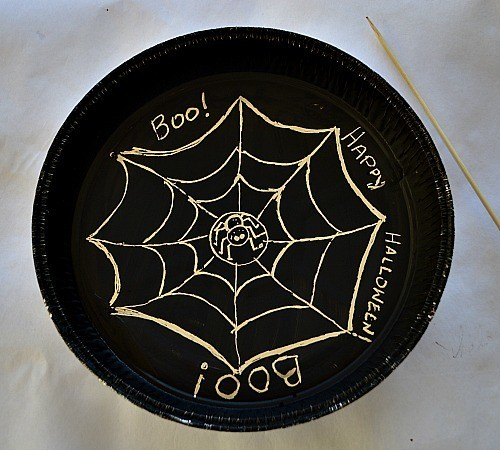 halloween art projects with pie pan