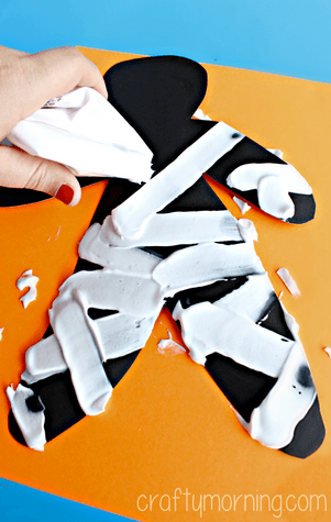 shaving-cream-mummy-halloween-craft-for-kids-