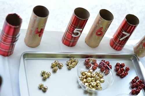 play withe christmas paper rolls