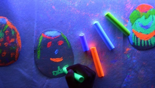create egg art with glowing chalk on sandpaper