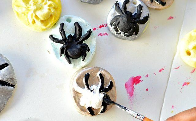 halloween-spider-activity-painting