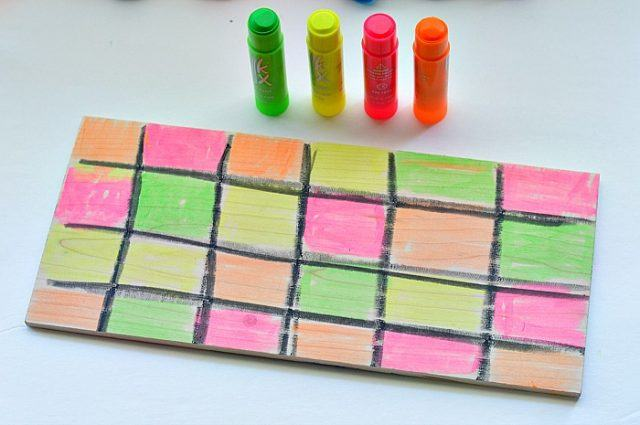 wood-plank-coloring-with-paint-sticks